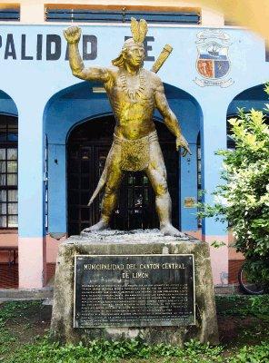 Estatua de Pablo Presbere, ubicada frente a la Municipalidad de Limon (19-06-08). Foto: Rafael Pacheco